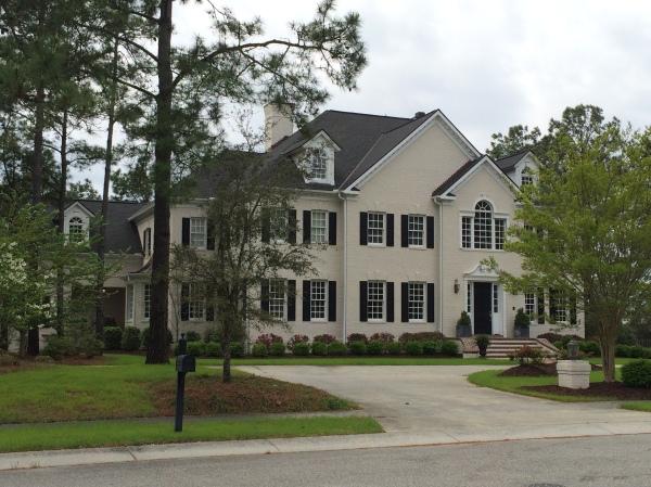 Cette maison n'a absolument aucun rapport avec la série, mais elle se trouve à droite de la maison de Brooke et je la trouve magnifiquement grande, c'est ma maison coup de coeur du monde entier.